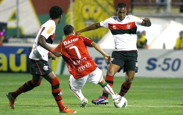 Cleber Santana, Portuguesa e Flamengo (Foto: Marcos Bezerra / Futura Press)