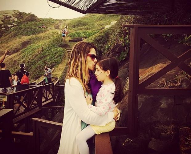 Ingrid adora levar a filha para viajar (Foto: arquivo pessoal)