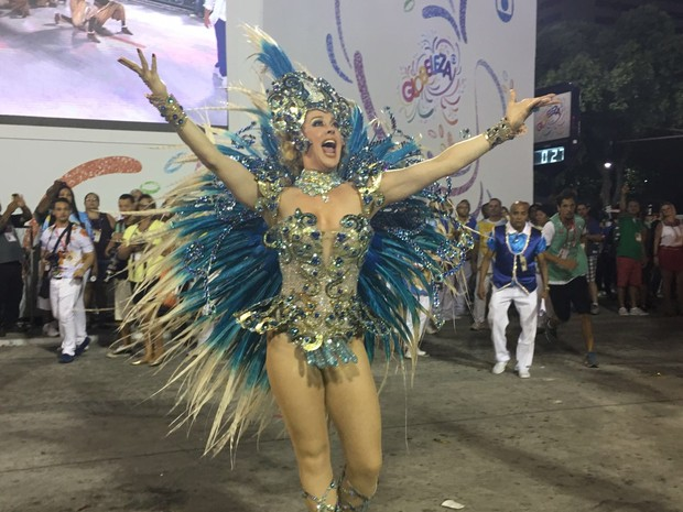 Cláudia Raia desfila pela Beija-flor (Foto: Fernanda Rouvenat / G1)