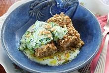 Cozinha Prática - Rita Lobo - Quibe de peixe com saladinha de pepino e iogurte