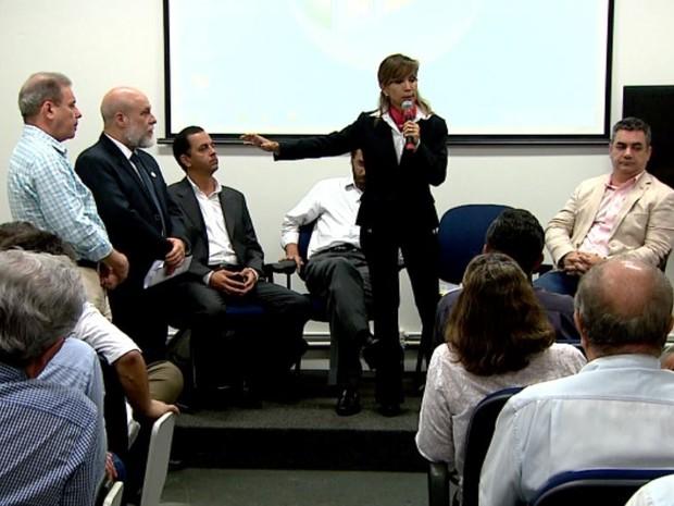 Autoridades de 66 cidades da região de Ribeirão Preto se reuniram para definir mutirão contra mosquito Aedes aegypti (Foto: Claudio Oliveira/EPTV)