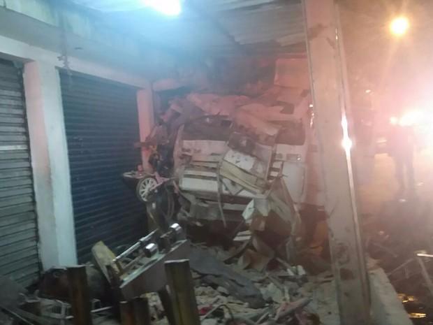 Caminhão invadiu casa na Avenida Santa Inês, na Zona Norte de SP (Foto: Renata Voccio/Arquivo Pessoal)