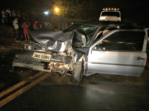 Acidente ocorreu na estrada Nova Olinda, em Cruzeiro do Sul (Foto: Adelcimar Carvalho/G1)