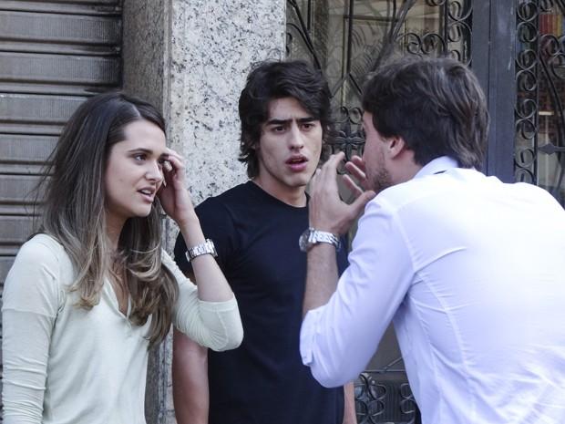 Lili tenta se explicar com Marcelo (Foto: Além do Horizonte/TV Globo)