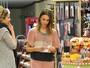 Jessica Alba usa look estranho em tarde de compras