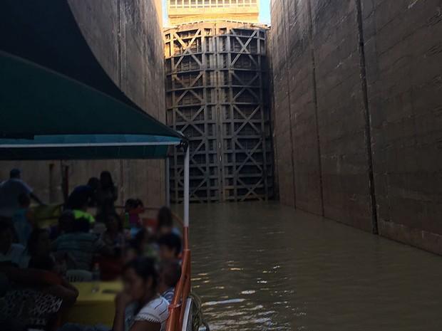 Embarcação ficou presa no Reservatório de Sobradinho, na Bahia (Foto: Arquivo Pessoal)