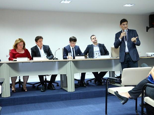 A entrega do documento aconteceu na tarde desta segunda-feira (24), no auditório da Governadoria. (Foto: Ivanízio Ramos/Assecom Governo do RN)
