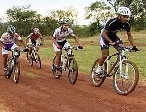 Ciclistas de Uberaba vão participar da Copa de MTB em Divinópolis (Foto: Reprodução/TV Integração)