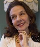Gina (Rosi Campos)