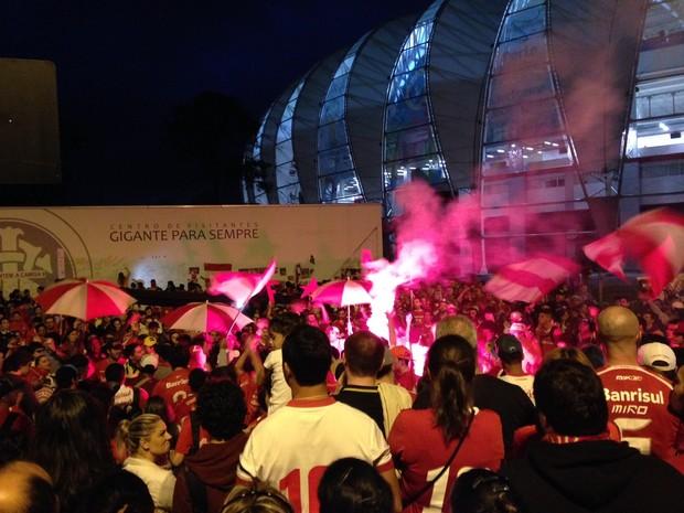 Torcida Inter homenagens Fernandão (Foto: Tomás Hammes/G1)