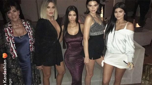 Kris Jenner, Khloé Kardashian, Kim Kardashian, Kendall Jenner e Kylie Jenner (Foto: Reprodução/SnapChat)