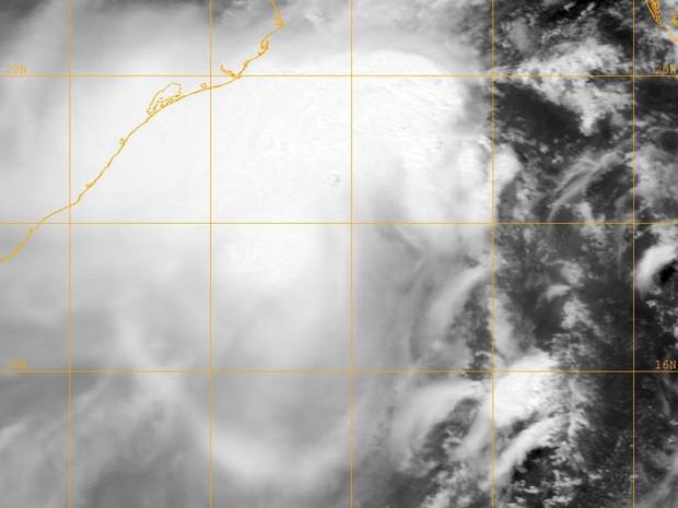 Imagem do Naval Research Lab mostra o ciclone Mahasen aproximando-se de Índia, Mianmar e Bangladesh nesta quarta-feira (15) (Foto: AFP)