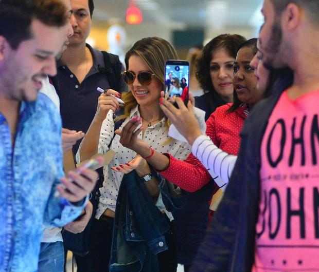 Sandy embarca no aeroporto Santos Dumont  (Foto: Willian Oda/Agnews)
