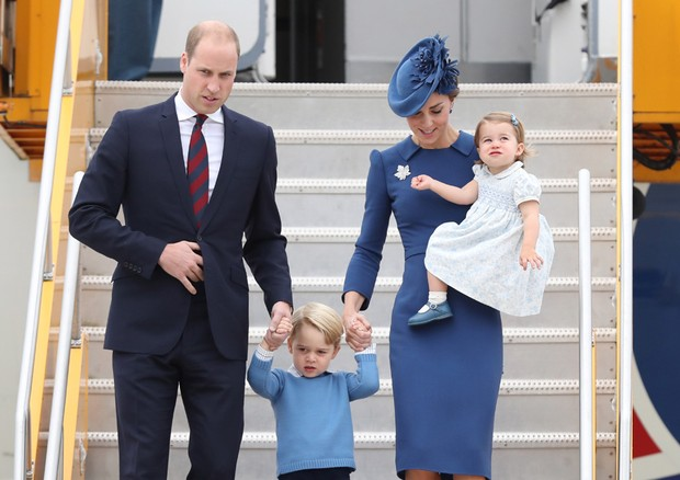 Kate Middleton e William chegam com os filhos ao Canadá (Foto: Getty Images)