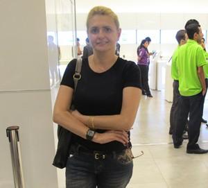 Ivone Andre, de 51 anos, espera para comprar o novo iPhone (Foto: Amanda Demetrio/G1)