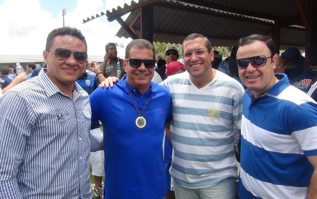 Marquinhos Mossoró (esq) compareceu na festa do centenário azulino (Foto: Henrique Pereira/ Globoesporte.com)