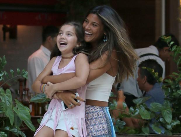 420ac07cf7ac0 Giulia Costa se diverte ao lado da irmã caçula - Quem   QUEM News