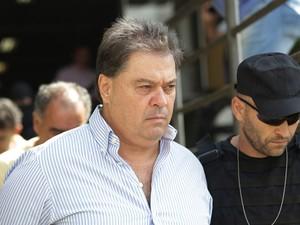 Depois de ser preso na 28ª fase da Lava Jato, Gim Argello fez exames no IML (Foto: Giuliano Gomes/PR Press)