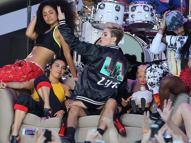 X17 - Miley Cyrus se apresenta em programa de televisão em Los Angeles, nos Estados Unidos (Foto: X17/ Agência)
