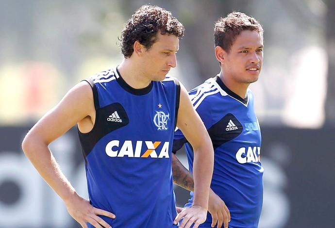 Elano e Carlos Eduardo no treino do Flamengo (Foto: Alexandre Cassiano / Agência O Globo)