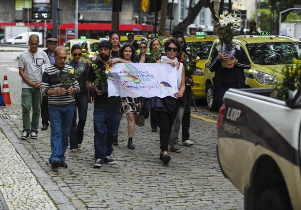 Corpo Ferreira Gullar chegando na ABL (Foto: Anderson Barros / EGO)