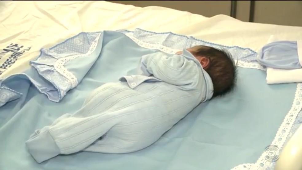 Bebê nasceu dentro de ambulância do Corpo de Bombeiros, na cidade de Patos, no Sertão da Paraíba (Foto: Reprodução/TV Paraíba)