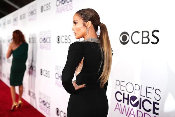 A cantora Jennifer Lopez com seu vestido rasgado (Foto: Getty Images)
