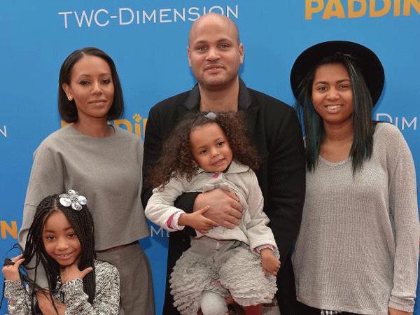 A cantora Mel B com o ex-marido e as três filhas (Foto: Getty Images)