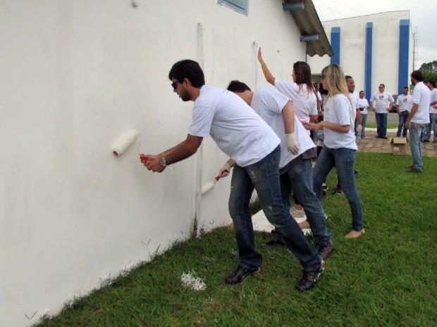 Funcionários e familiares apagaram mensagens do MST (Foto: Divulgação/ FuturaGene)