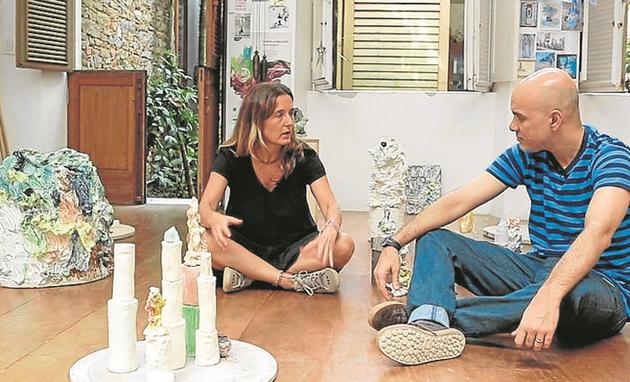 Gabriela Machado dá entrevista a Fred Coelho, para a série 'Artistas', do Canal Curta! (Foto: Divulgação)