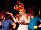 Inspirada em Carmen Miranda, Fê Lima comanda Amor & Sexo sobre humor