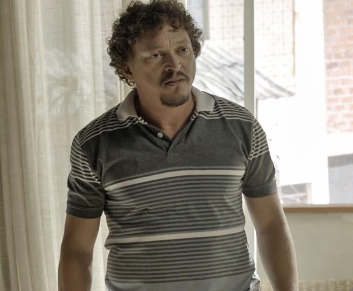 Oziel fica chateado com a amante (Foto: TV Globo)