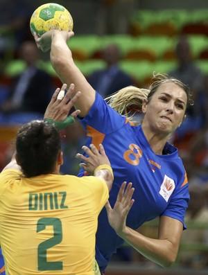 Abbingh voa para afazer um no Brasil x Holando do handebol (Foto: Richard Souza Globoesporte.com)