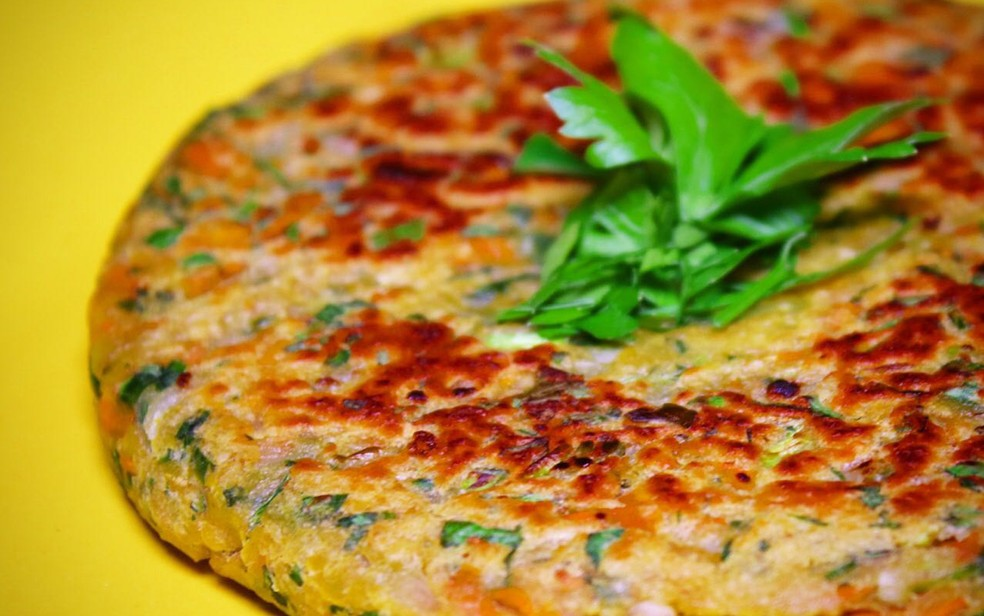 Hambúrguer vegano é feito com blend de cogumelos (Foto: Açougue Vegano/Divulgação)