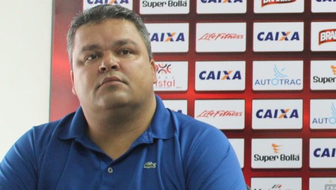 Adson Batista - diretor de futebol do Atlético-GO (Foto: Fernando Vasconcelos / Globoesporte.com)
