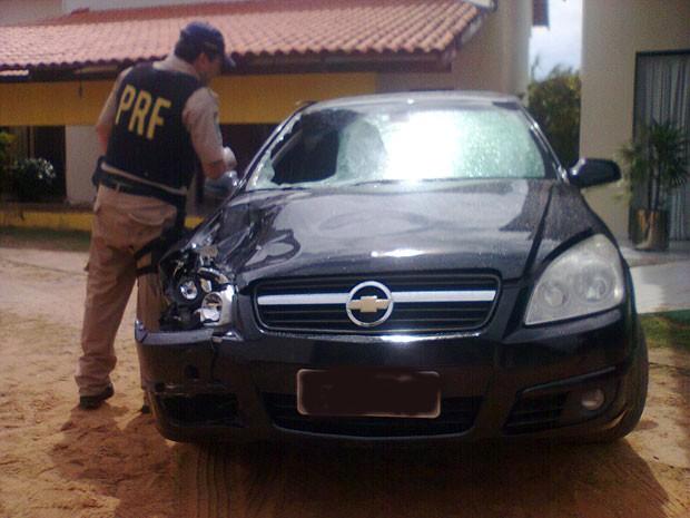 Carro envolvido em acidente na BR 101, em Natal, foi apreendido pela PRF (Foto: PRF/Divulgação)
