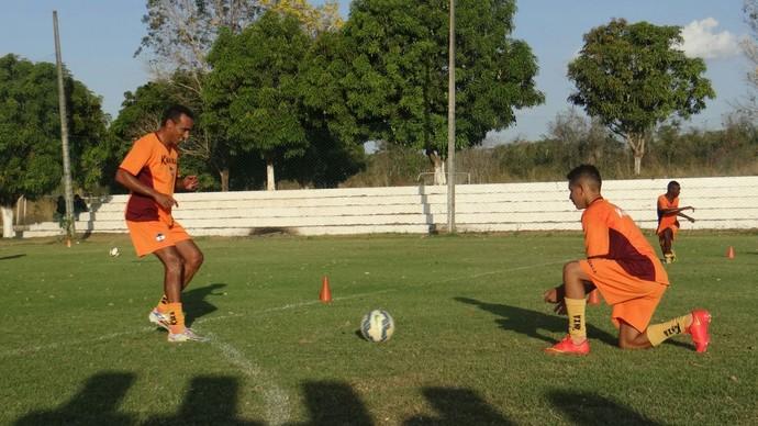 Eduardo volta aos treinos após lesão no joelho (Foto: Divulgação)