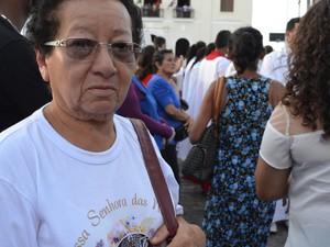 Maurícia participa da procissão de Nossa Senhora das Neves, em João Pessoa (Foto: Valéria Sinésio / G1)