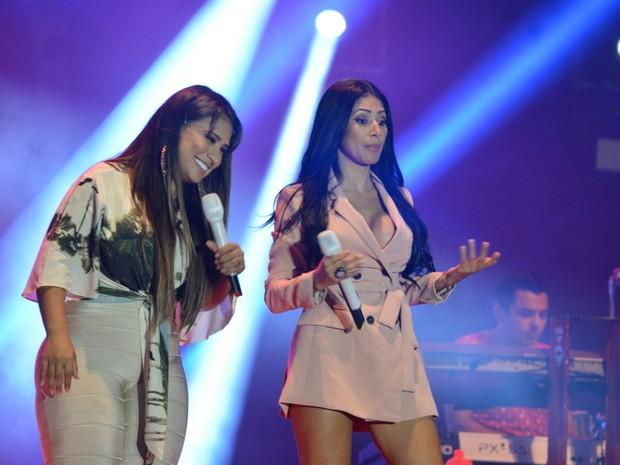 Simone e Simaria em show em Jurerê Internacional, em Florianópolis (Foto: Felipe Souto Maior/ Ag. News)