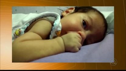 Bebê de 8 meses luta contra doença degenerativa e precisa de doações