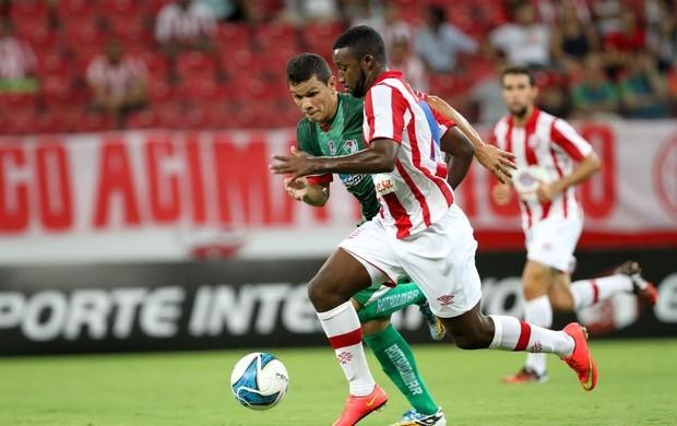 Náutico e Salgueiro travam duelo no Estádio Cornélio de Barros (Foto: Aldo Carneiro / Pernambuco Press)