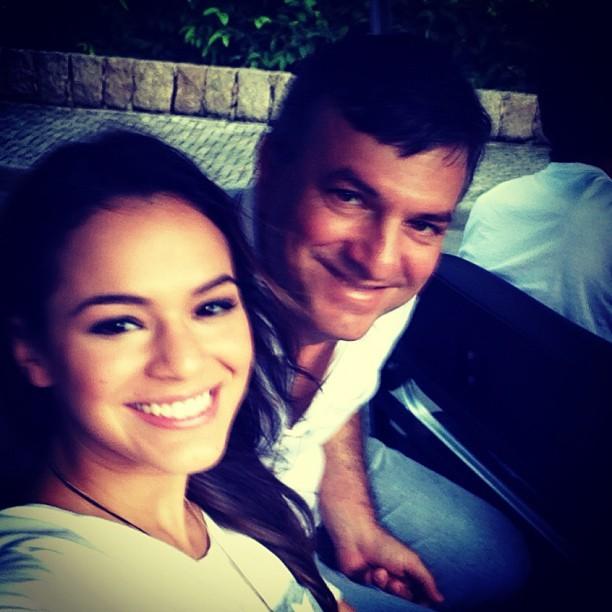 Bruna Marquezine e o pai (Foto: Reprodução/Instagram)
