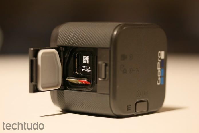 Detalhe da entrada para cartão micro SD e conexão tipo USB-C  (Foto: João Gabriel Balbi/TechTudo)