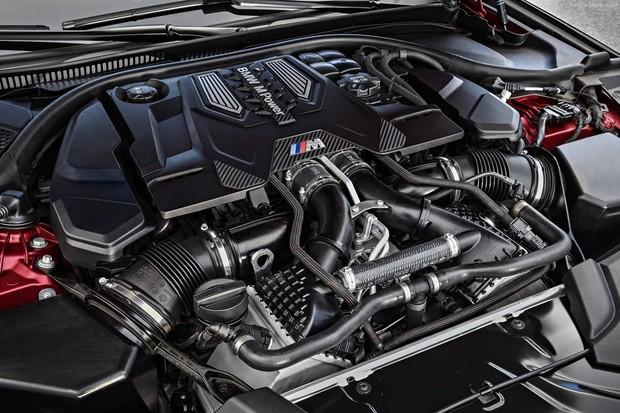 Motor 4.4 biturbo ficou mais forte na nova geração do BMW M5 (Foto: Divulgação)