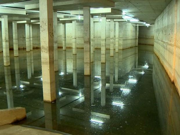 Galeria subterrânea suporta volume igual ao de 10 piscinas olímpicas (Foto: Reprodução/ TV Gazeta)