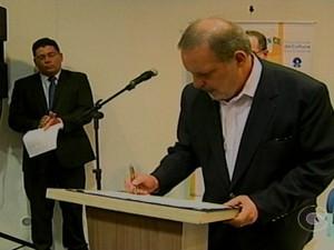 Ministro Armando Monteiro firma convênio para incentivar produção de Gesso no Sertão do Araripe em PE (Foto: Reprodução/ TV Grande Rio)