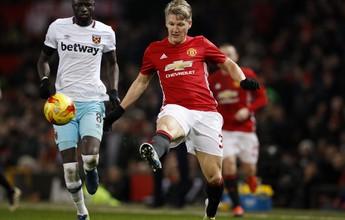 """Mourinho quer que Schweinsteiger fique no United: """"Ele pode ajudar"""""""