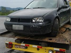 Carro dos suspeitos foi apreendido em Itapema (Foto: PM/Divulgação)