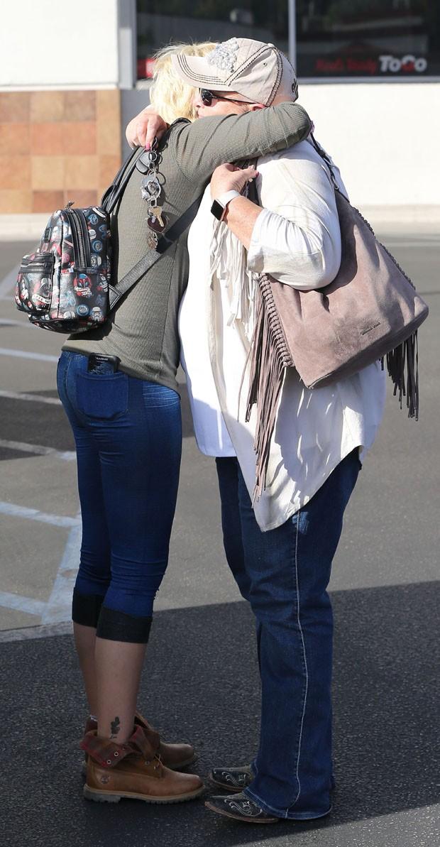 Paris Jackson e a mãe (Foto: AKM/GSI)