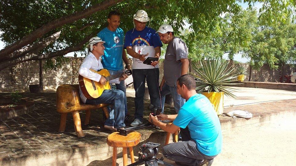 Equipe de Promoções da TV Grande Rio grava projeto com op cantor Flávio Leandro (Foto: Reprodução redes sociais)